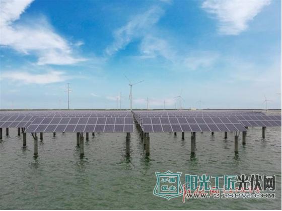 青岛渔光互补光伏发电项目 上可发电、下可养鱼